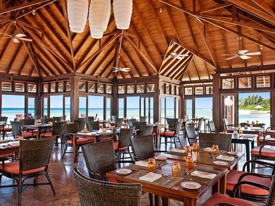 Délicieuse cuisine internationale au restaurant Sunset de l'Olhuveli