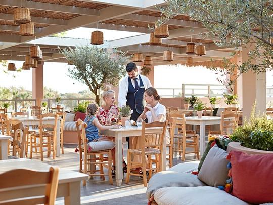 Cuisine grecque au restaurant Platanos de l'Olympia Oasis