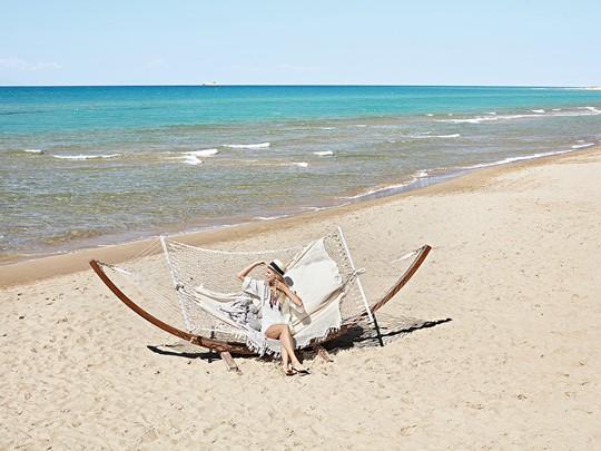 Détente sur la plage de l'Olympia Riviera Thalasso