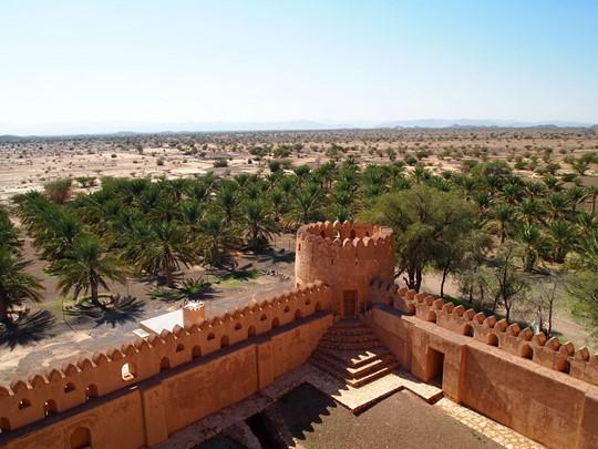 Le Château de Jabrin semble jaillir de la roche