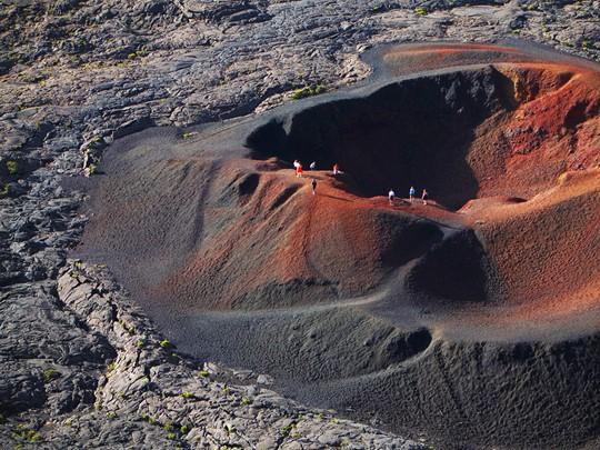 Explorez les cratères du Piton de la Fournaise