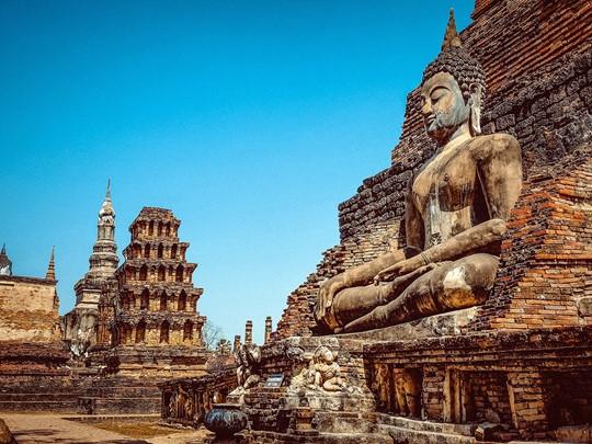 Le wat Sa Si du parc de Sukhothai