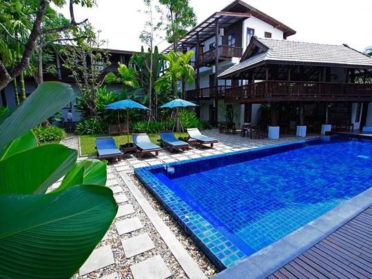 La piscine du Banthai Village à Chiang Mai
