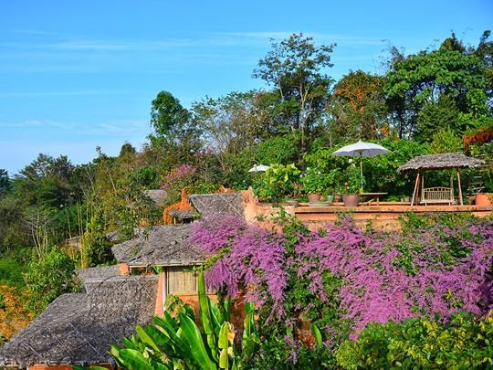 Vue du Phu Chaisai Mountain Resort & Spa en parfaite harmonie avec son environnement