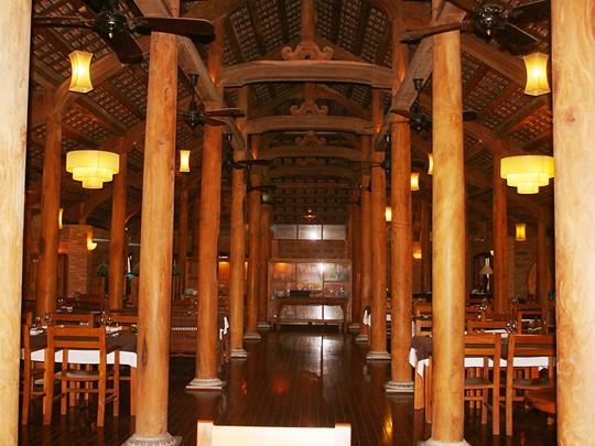 Plats typiques du Vietnam au restaurant Junrei du Pilgrimage Village