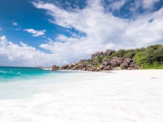 Grande Anse, plage paradisiaque de La Digue, ourlant le littoral de l'île