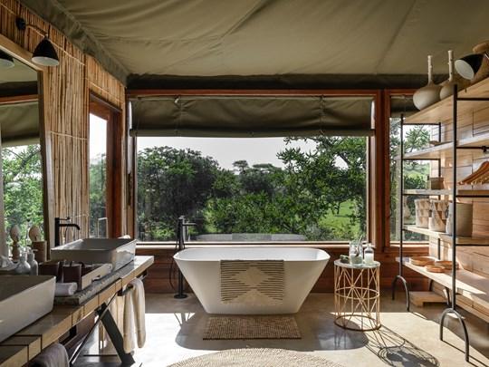 Salle de bain ouverte sur la jungle