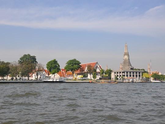 Pour terminer, offrez vous une promenade le long de la rivière Chao Phraya