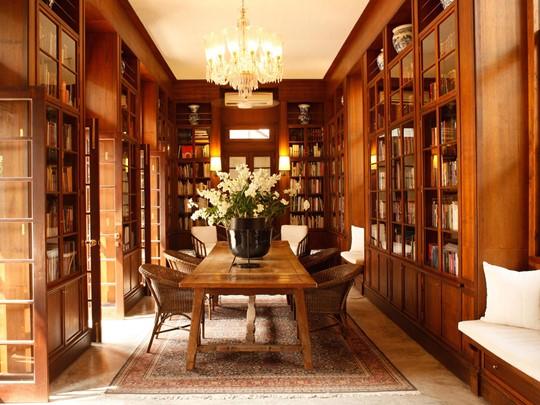 La bibliothèque de l'hôtel 4 étoiles Rachamankha en Thailande