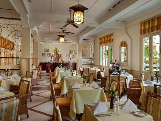 Le restaurant de l'hôtel Raffles Grand Hotel d'Angkor au Cambodge