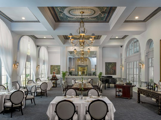 La salle du restaurant le restaurant Le Royal