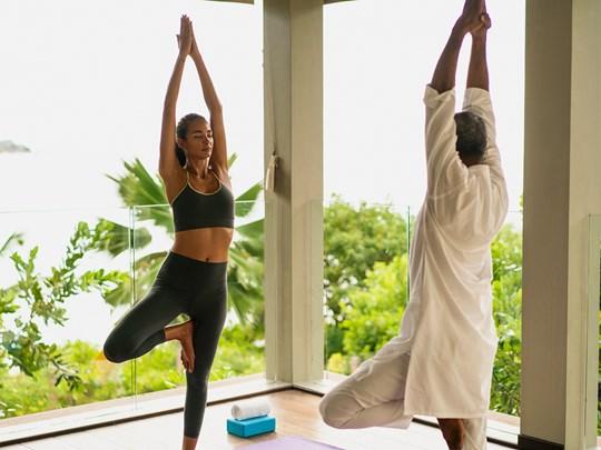 Yoga à l'hôtel 5 étoiles Raffles Praslin aux Seychelles