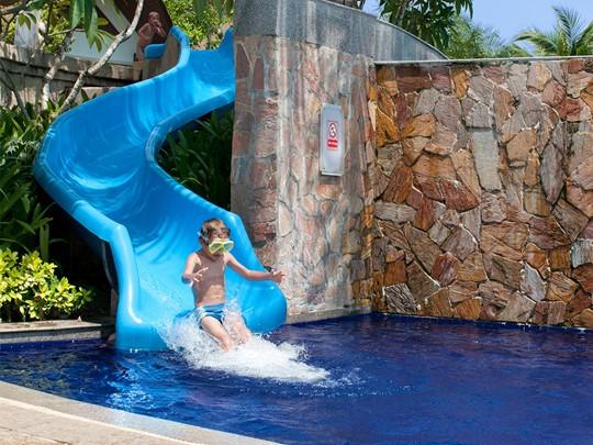 La piscine pour enfants de l'hôtel Rawi Warin en Thailande