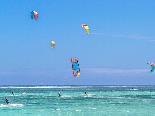 La péninsule du Morne ravira les mordus de kitesurf qui trouveront leur bonheur sur les vagues de ce spot de renommée mondiale