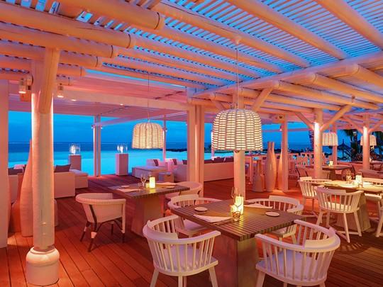 Le Beach Rouge du LUX* Belle Mare est l'endroit tendance pour faire la fête