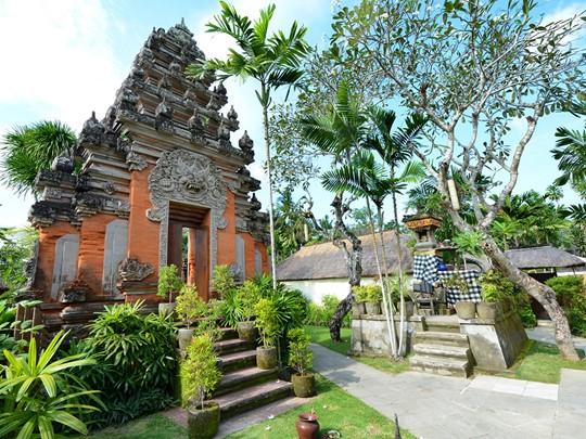 Belmond Jimbaran Puri Bali, les jardins de l'hôtel