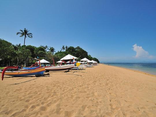 Détentez vous sur la sublime plage de Sanur à Bali