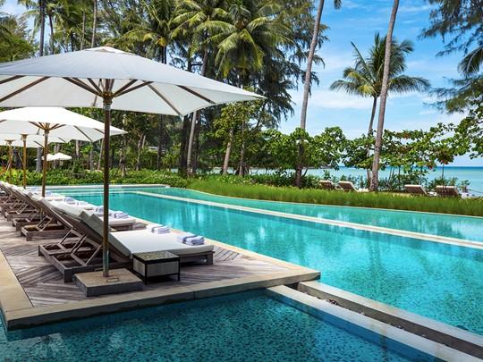 La superbe piscine du Rosewood Phuket