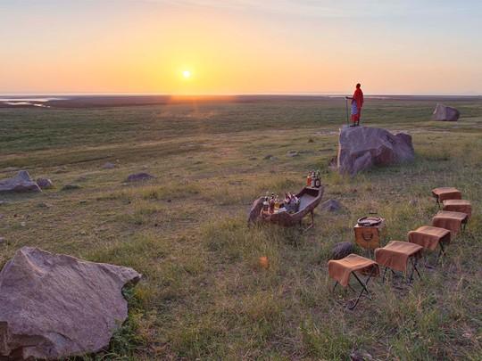 Apéritif au coucher du soleil sur le parc Manyara