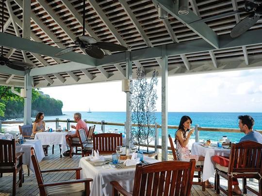 Le restaurant Neptune's du Sandals Regency La Toc