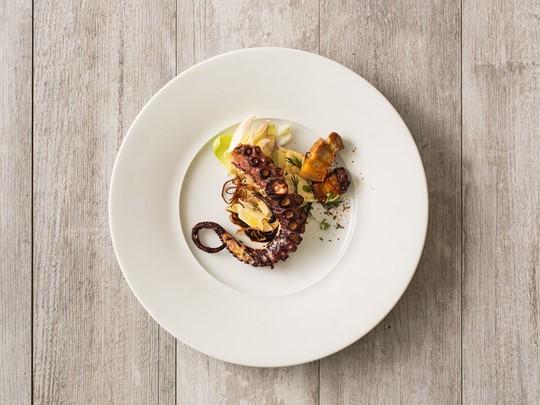 Dégustez des spécialités gastronomiques aux produits de la mer au Shutters On The Beach