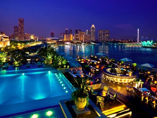 Profitez des extérieurs de l'hôtel, de sa piscine ainsi que de son célèbre bar