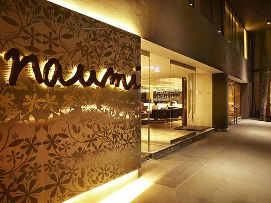 Réception de l'hôtel Naumi à Singapour