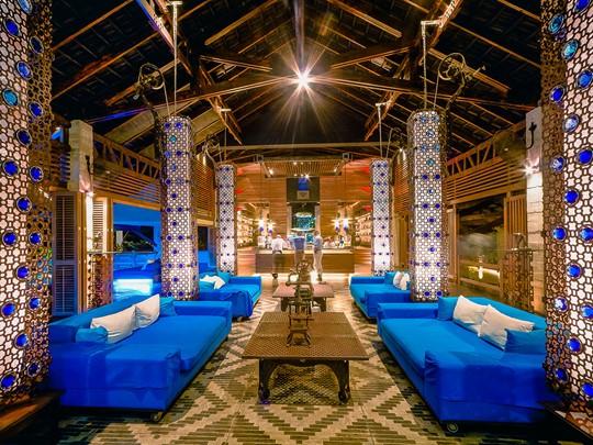 Le lobby de The Slate, un hôtel original à Phuket