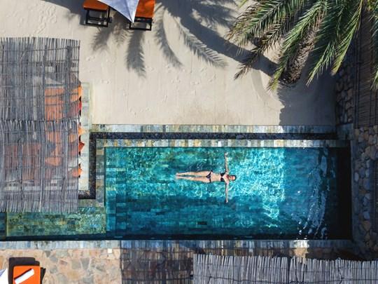 Profitez de la piscine privée de votre villa de luxe
