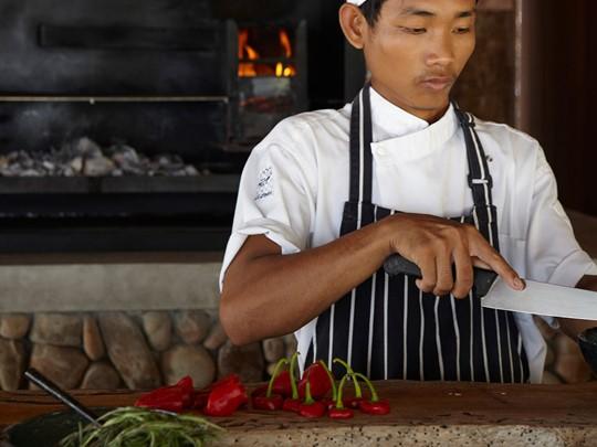 Démonstration culinaire par le chef à l'hôtel Song Saa au Cambodge