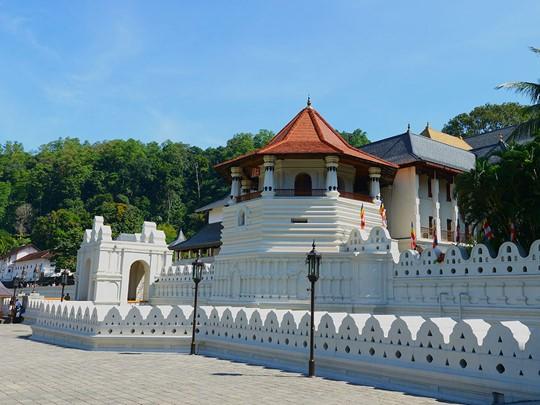 Vue du Temple de la Dent de Bouddha