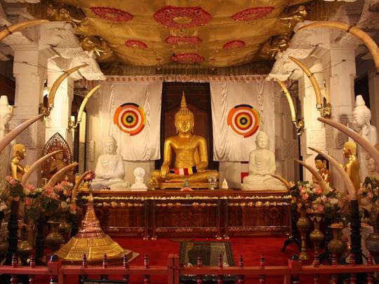 Découverte du Temple de la Dent Sacré de Bouddha