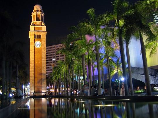 Admirez la Tour de l'Horloge, haute de 44 mètres