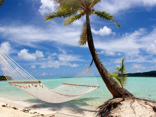 Détente en hammac à l'hôtel Tahaa en Polynésie