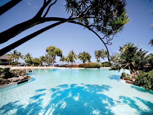 Profitez de la piscine de l'hôtel Le Méridien Tahiti