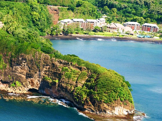 Vue aérienne de l'hôtel Tahiti Pearl Beach Resort situé en Polynésie