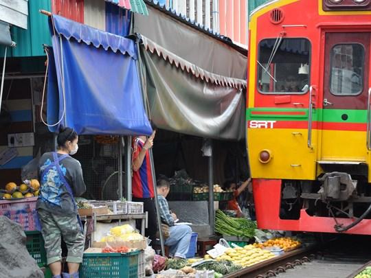 Le Marché Mae Klong