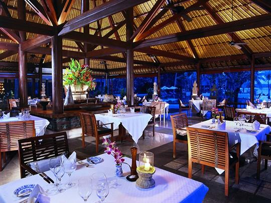 Lumbung Restaurant de l'Oberoi Lombok en Indonésie