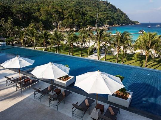 La piscine de l'hôtel The Racha en Thailande