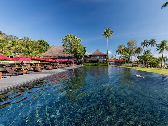 La piscine de l'hôtel Vijitt Resort à Phuket