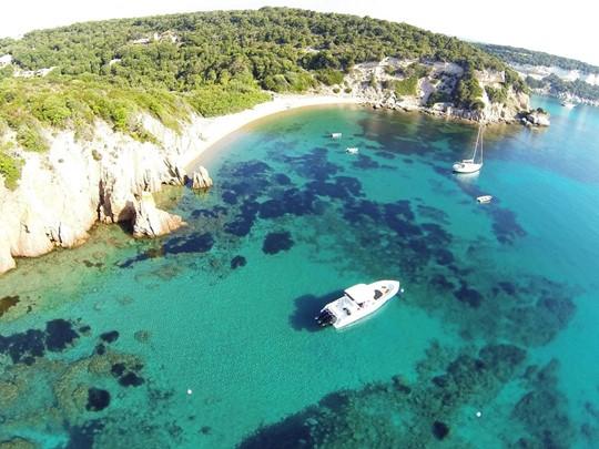 Vue aérienne de l'hôtel U Capu Biancu en Corse