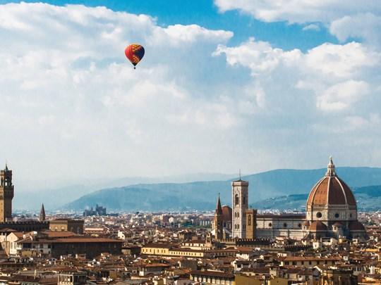 Survol de la ville en montgolfière