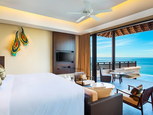Grand Ocean View Pool Suite
