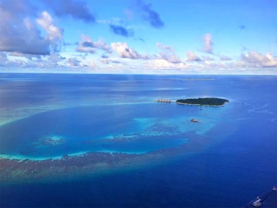 Vue aérienne du Velidhu situé dans l'atoll d'Ari