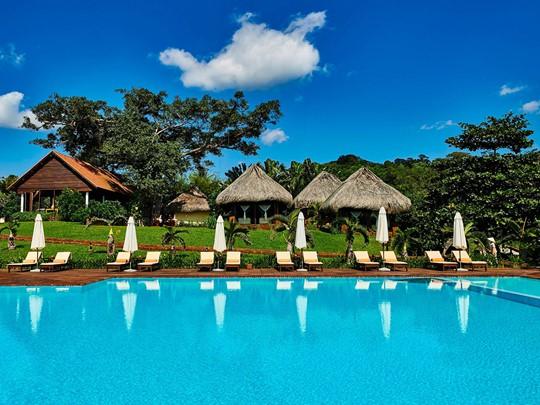 Profitez de la piscine du Chen Sea Resort