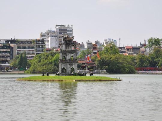 Superbe temple sur le lac Hoan Kiem à Hanoï