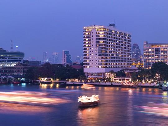 Vue du Mandarin Oriental situé sur les rives de la rivière Chao Phraya