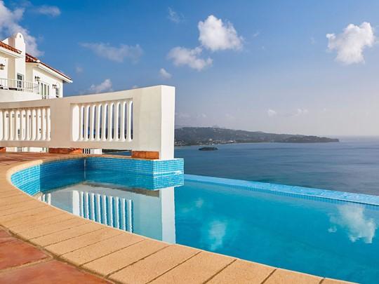 Three Bedroom Estate Villa With Pool
