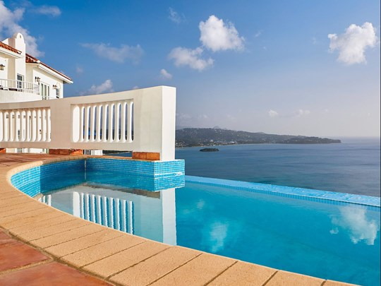 Four Bedroom Estate Villa With Pool