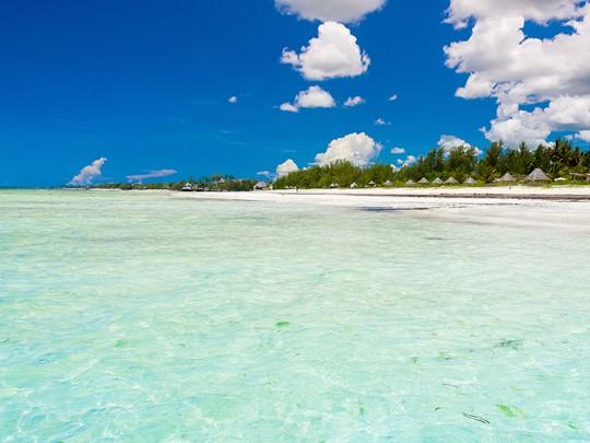 Le White Sand vous charmera par son lagon aux eaux turquoise